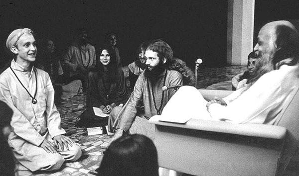 Osho in darshan with disciple