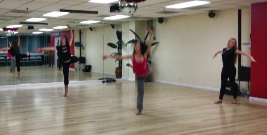 Rehearsal of the show The Oshun Wings Ensayos de Las Alas de Oshun Creator Director Coreographer dancers Bailarina Profesional ready for the show Maritza Rosales 12
