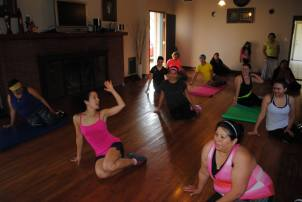 Boombafro Master Class por Maritza Rosales Bailarina Instructora Coreografa Creadora y Directora Profesional de este estilo de clase AfroCubano Latino Cardio Tonificacion Yoga Meditacion 032