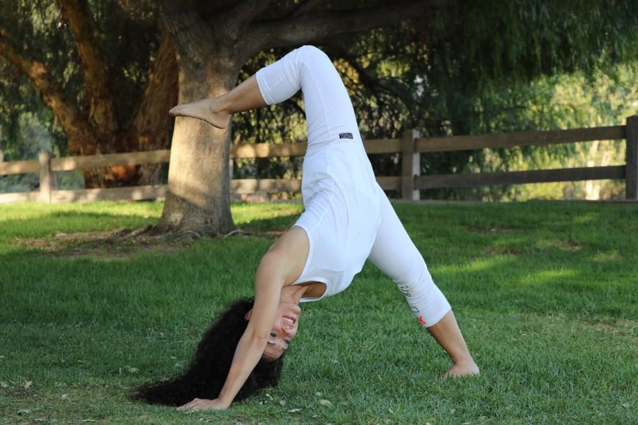 Yoga estiramiento reductiva meditacion relajacion posturas sanacion conexion cuerpo mente Instructora Maritza Rosles 040