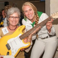 Hannah Labrie Smith presents BB King autographed guitar to Leslie Duval- Click on image to enlarge photo (courtesy photo)