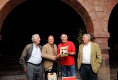 O Concello do Barco agasalla á selección de ciclismo con viño valdeorrés