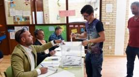 Os ourensáns votan as novas corporacións