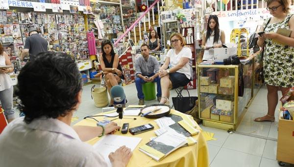 Asistentes á presentación da guía na Librería Murciego do Barco. /Foto: Carlos G. Hervella.