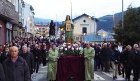 A procesión do Santo Enterro percorre O Barco