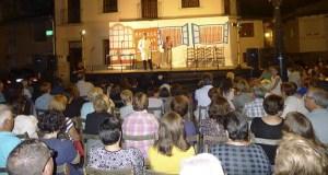 O teatro abre as festas de San Roque na Rúa Vella