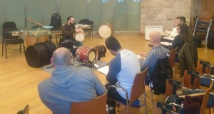 Mergullándose na percusión tradicional galega en Castro Caldelas