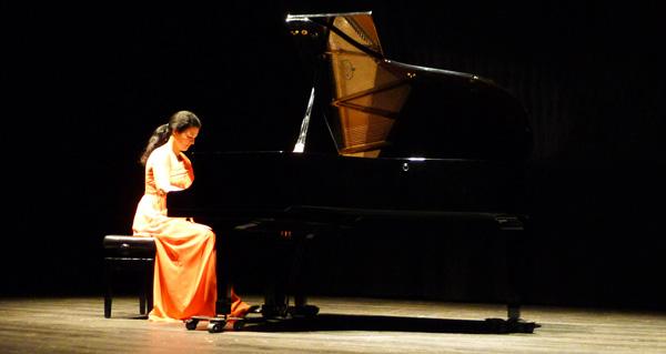 Sara Marianovich durante o recital no Teatro Lauro Olmo./ Foto: A.R.