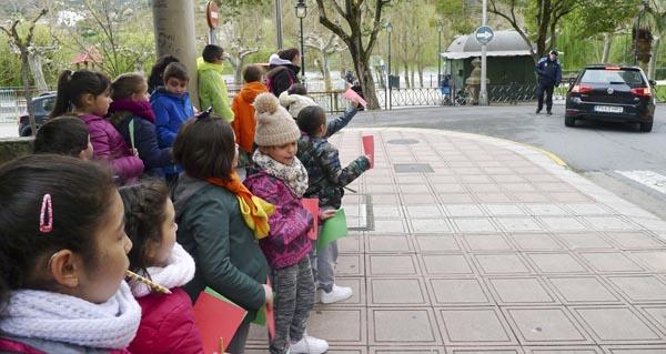 Clases prácticas de Educación Viaria polas rúas do Barco
