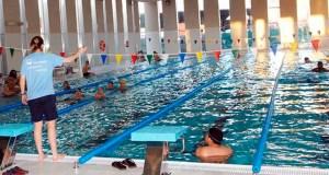 Uns 130 nenos do Barco de Valdeorras participarán nos cursos de natación gratuítos do Concello