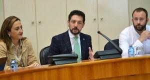 O Parlamento galego pedirá a Fomento a mellora do firme da N-120 en Valdeorras