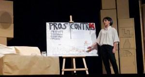 """Os """"Proles e contras"""" do grupo de teatro do IES Martaguisela conquista ao público"""
