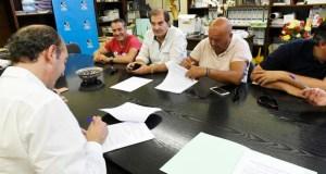 UXT asina en solitario o convenio colectivo da lousa coa AGP