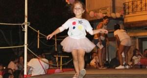Os nenos conquistan a praza de Petín coa súa graza e talento