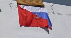 A bandeira do Barco co nome da familia Careca luce nas festas do San Roque no seu barrio