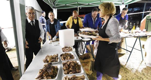 Mil persoas despiden a Romaría da Tuíza de Lubián cunha degustación de vitela