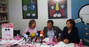 Os lentes rosas toman o comercio ourensán para axudar ao cancro de mama