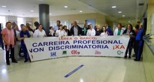 Concentración dos traballadores do HCV contra as medidas de conxelación salarial