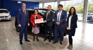 Rosa Freijedo gaña 6.000 euros no sorteo do 9º Salón do Automóbil