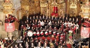 Homenaxe ás Cantareiras de Placín (Manzaneda), no concerto de Reis da Real Banda de Gaitas da Deputación
