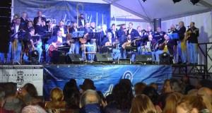 Son do Sil abarrota a praza Maior do Barco no concerto do seu décimo aniversario
