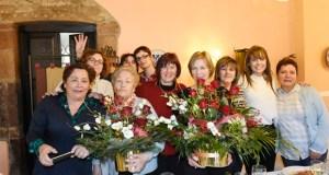Acoval homenaxea a Manuela Álvarez pola súa xubilación