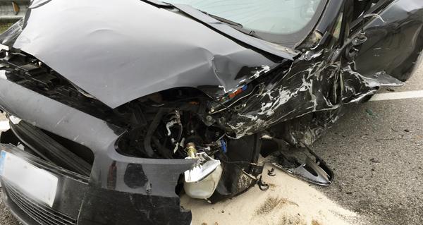 Aparatoso accidente de tráfico en Vilamartín de Valdeorras