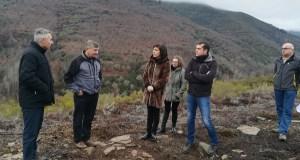 A conselleira do Medio Rural visita o tramo da Via Nova romana recuperado na Serra da Enciña da Lastra (Rubiá)