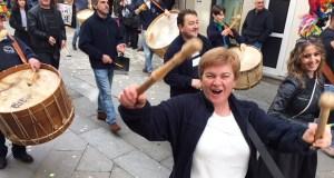 Folións do oriente ourensán no desfile previo á XXIV Festa da Cachucha do Carballiño