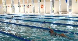 Un cento de alumnos barquenses de 3º de Primaria aprenderán natación