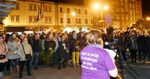 Lazos violetas e cancións, na segunda concentración do Día da Muller no Barco