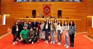 Gañadores do V Premio Estatuto de Autonomía para Galicia visitan o Parlamento