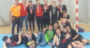 Os xogadores das Escolas Deportivas de Trives vencen na final provincial de fútbol sala cadete e infantil