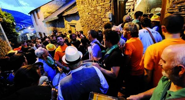 A XXII Festa das Covas de Vilamartín busca cartel promocional