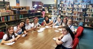 Alumnos do Pablo VI-Fátima celebran na biblioteca da Rúa o Día das Letras Inglesas