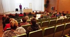 Charla informativa sobre as modificacións na lei de montes, en Trives