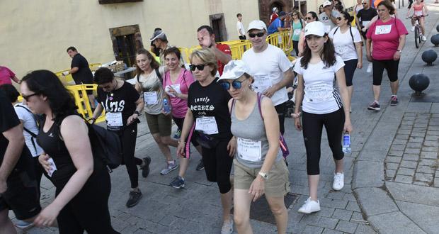 Unhas 140 persoas retan ás altas temperaturas na carreira e andaina de San Xoán, no Barco