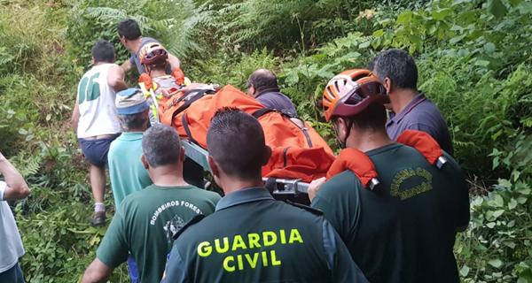 Un menor, rescatado en Viana polos servizos de emerxencias tras caer por unha ladeira