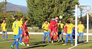 Os cadetes do C.D. Barco lévanse o derbi comarcal no campo do Aguillón