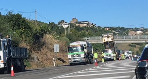 Unhas obras de asfaltado ralentizan o tráfico na N-120 ao seu paso polo Barco