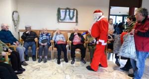 Chega o Nadal á residencia da terceira idade do Bolo