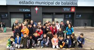 Os rapaces das Escolas Deportivas Municipais de Trives, no estadio de Balaídos