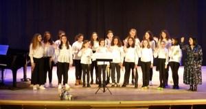 O coro de voces brancas do Conservatorio e da Escola de Música do Barco canta no Carballiño