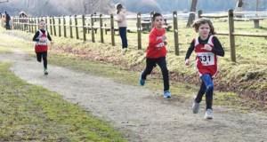 O campionato galego de campo a través de Xogade reunirá a preto de 400 nenos no circuíto ourensán de Monterrei