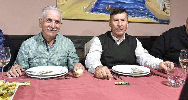 Cea para celebrar a xubilación de dous administrativos do Concello do Barco