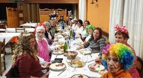 Moitos disfraces, humor e cea no Xoves de Comadres en Manzaneda