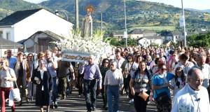 A parroquia ruesa de Fontei despide á Virxe de Fátima cunha multitudinaria procesión