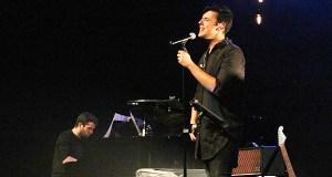 "O cantante valdeorrés Miguel Arias presenta ""Dando a cara por ti"""
