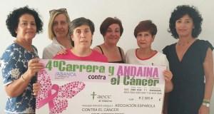 O Atletismo Rúa entrégalle á AECC os 2.560 euros recaudados na carreira e andaina contra o cancro