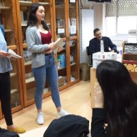 O IES Lauro Olmo do Barco réndese á poesía galega
